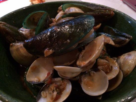 La Piazzetta di Capri Patong: ムール貝のワイン蒸し