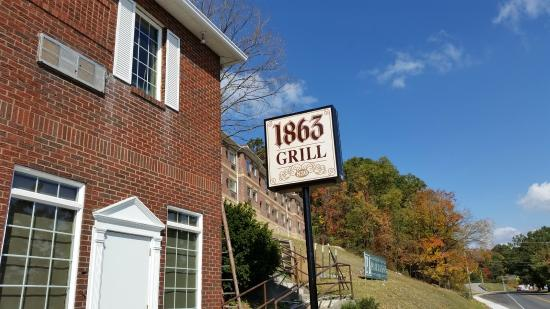 1863 Grill: Exterior