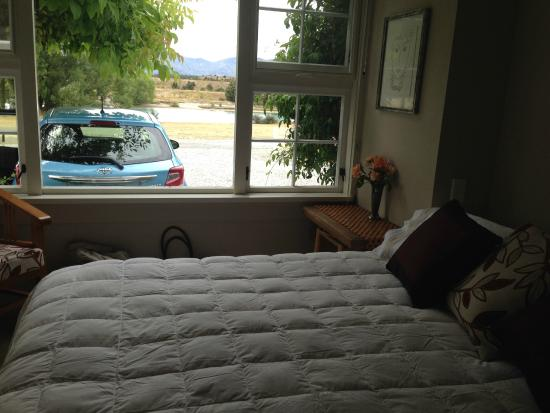 Riversong Bed & Breakfast : Our comfy room
