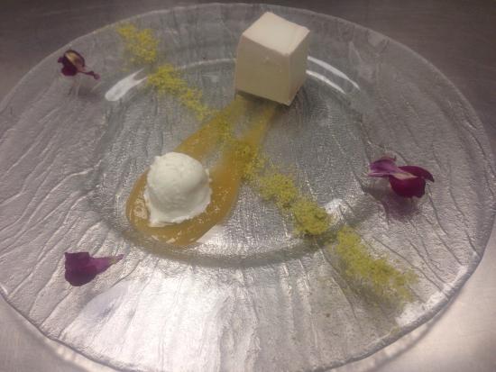Asador La Vinoteca: Flan de chirimoya couliss de nispero y helado de coco