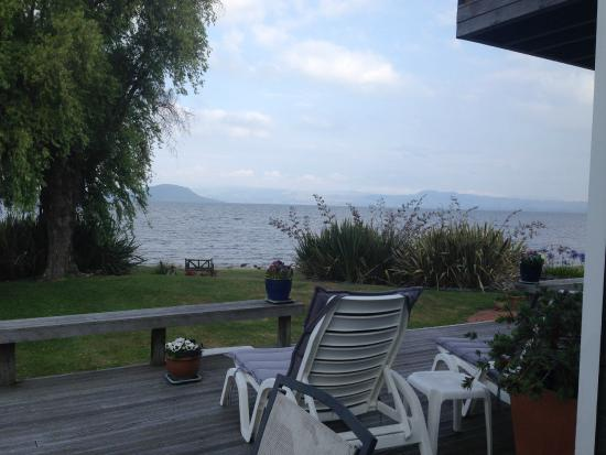 Shula's Lake House : View of Lake Rotorua from patio off room