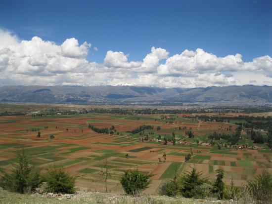El Valle del Mantaro: VALLE CON EL HUAYTAPALLANA DE FONDO