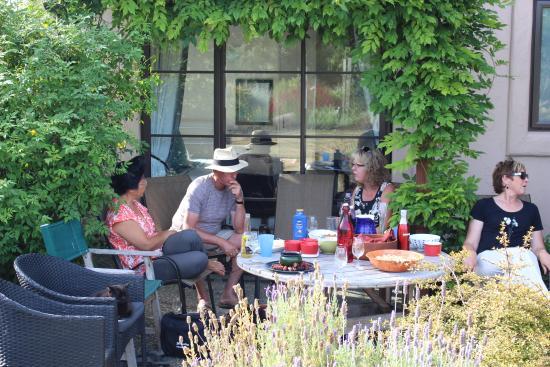 The Summit Lodge: Summit Lodge socialising