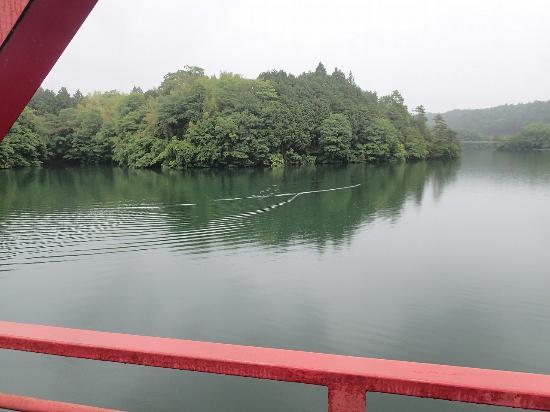Tsuburoko Lake: 静かで湖面が近いです