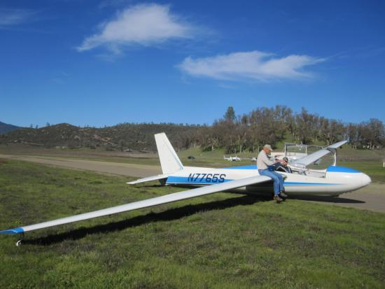 Crazy Creek Air Adventures: Experienced flight instruction.