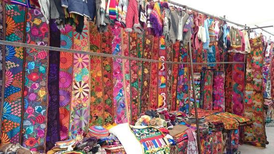 Plaza De Los Ponchos Mercado