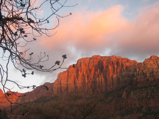 Red Rock Inn Bed and Breakfast Cottages: The Watchman