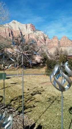 Red Rock Inn Bed and Breakfast Cottages: Local art and jewelry