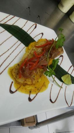 Aku Restaurant: Corvina al Cartucho