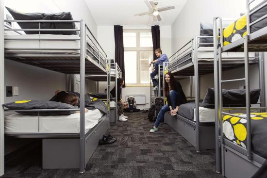 United Backpackers Melbourne: 12 share dorm