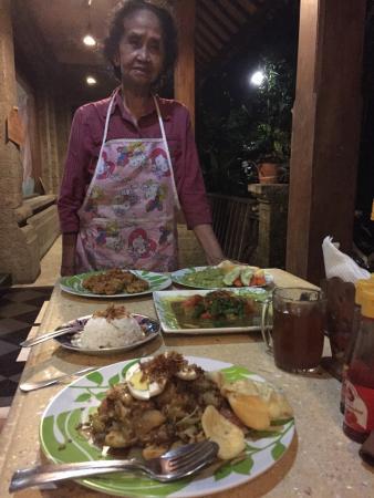 Ibu Putu's Warung : Ibu Putu herself and her amazing meal.