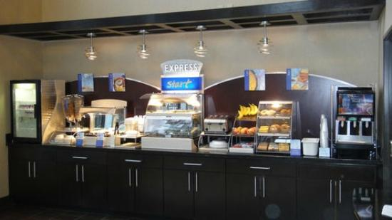 Holiday Inn Express & Suites Houston North Intercontinental : Breakfast