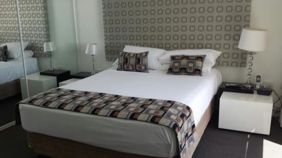 Aegean Apartments: main bedroom from 31b has tv and air con