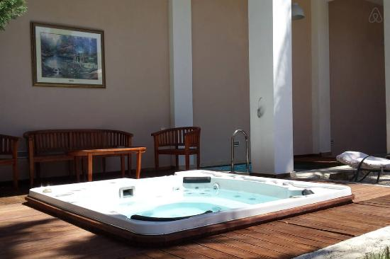 Elizabeth Suites: It's time to relax with Jacuzzi
