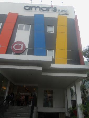 Amaris Hotel Diponegoro: Tampak depan hotel Amaris