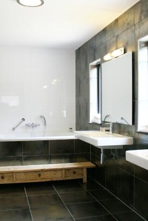 https://media-cdn.tripadvisor.com/media/photo-s/07/44/92/18/van-der-valk-hotel-arnhem.jpg