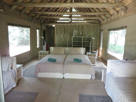 Bateleur Main & Mobile Camp: Safari unit interior