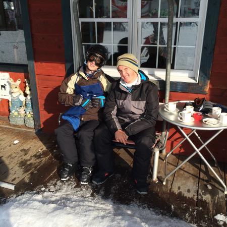 Hakuba 47 Winter Sports Park : Chillin with a hot chocolate