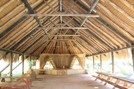 Carib Cultural Village by the Sea (Kalinago Barana Aute) : case commune