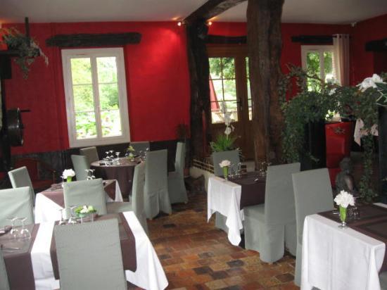 Hotel le Moulin de Balines: 1ère salle/cheminée restaurant