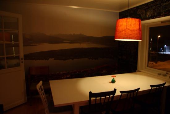 Tromsø Bed & Books: Dining room, WH