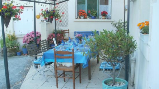 al fresco dining on La Jolie Maisons terrace