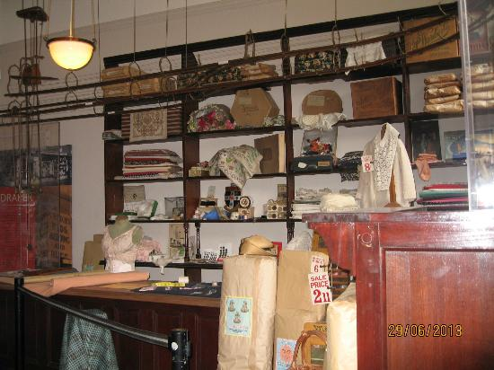 Newarke Houses Museum & Gardens: Newarke Houses Museum - Period Shop interior