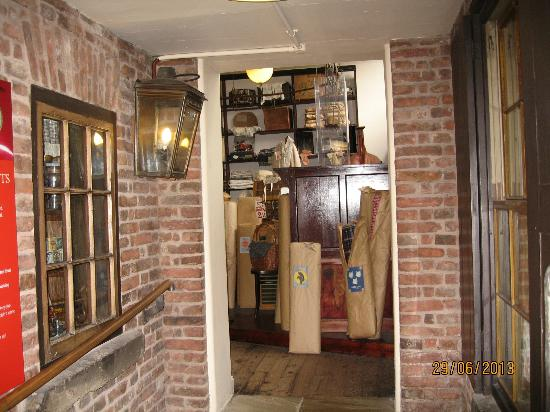 Newarke Houses Museum & Gardens: Newarke Houses Museum - Period Shop