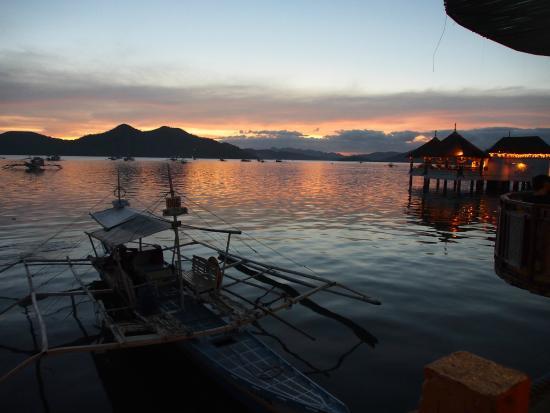 Busuanga Seadive Resort: uitzicht vanuit kamer bij zonsondergang