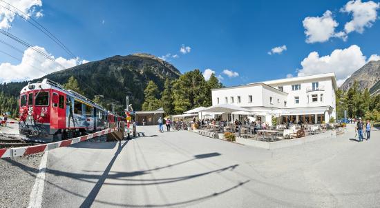 Hotel Restaurant Morteratsch: Hotel Morteratsch mit RHB