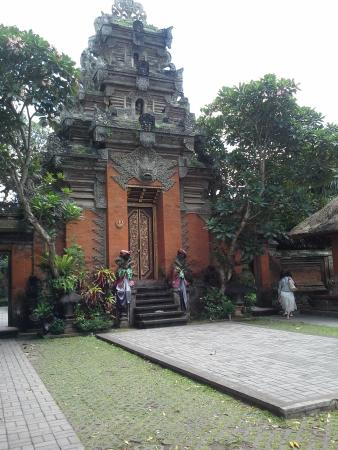 Puri Saren Agung: Great gate