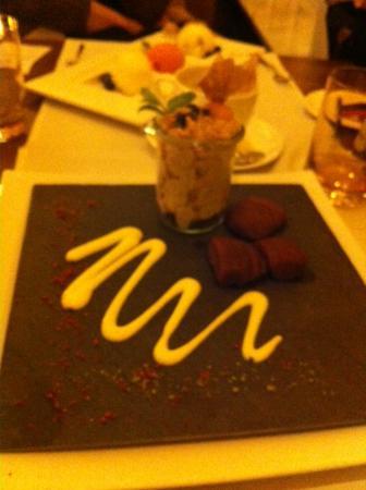 Fleming's Club : Нежный десерт с грушей в шоколаде