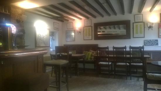 The Lamb Inn: Bar area