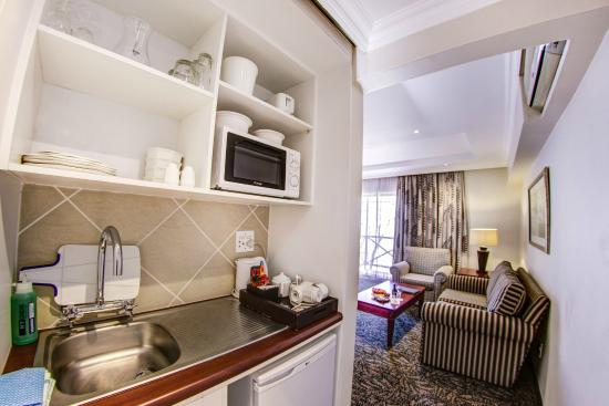 Courtyard Hotel Sandton: Unique in-room kitchenette