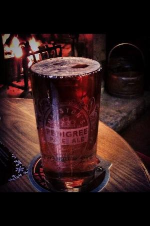 Holly Bush Inn: Pint of pedi by the front room fire
