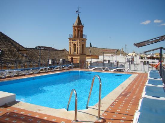 Piscina con vistas a la ciudad picture of hotel fernando for Piscina san fernando