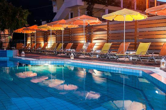 Panorama Studios Apartments: swimming pool by night