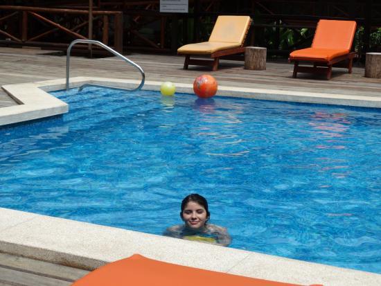 Heliconia Amazon River Lodge: Una piscina que se agradecía después de las excursiones