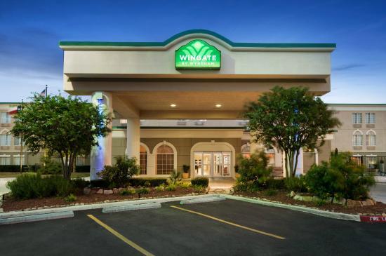Wingate by Wyndham San Marcos: Entrance