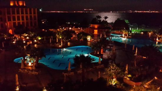Strand Beach and Golf Resort Taba Heights: في المساء / حمال المنظر من شرفة الغرفة