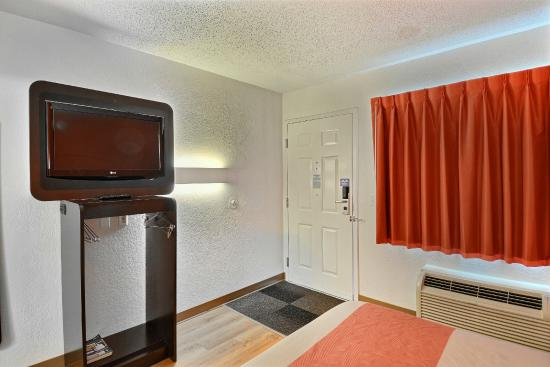 Motel 6 Boston - Tewksbury: Guest Room