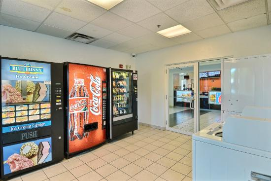 Motel 6 Boston - Tewksbury: Vending