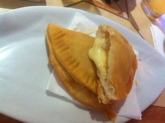 Tio Willy: Empanada de camarão com queijo