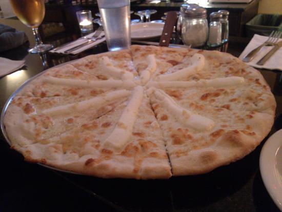 Restaurant Su Ottavo: White pizza!