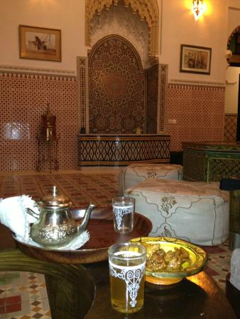 Riad Baddi: Complimentari tea and sweets