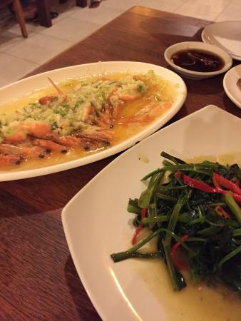 Warung Laota: エビのニンニク蒸し