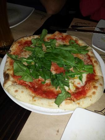 La Finestra: Pizza com rúcula