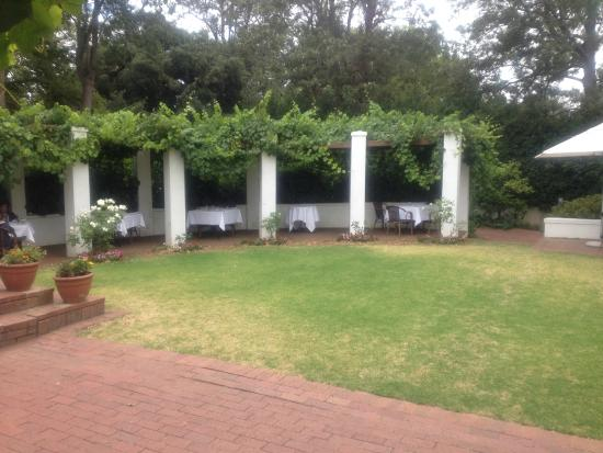 Hartenberg Wine Estate: The outside dining area