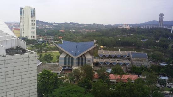 Grand Bluewave Hotel Shah Alam : background