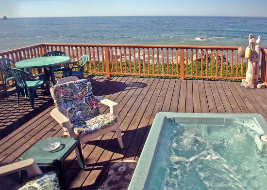 White Rock Resort: Relax overlooking the ocean waves